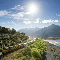 TranzAlpine   Following the Waimakariri River