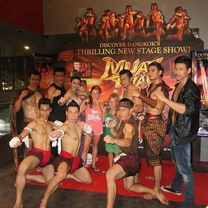Muay Thai cast after the show.