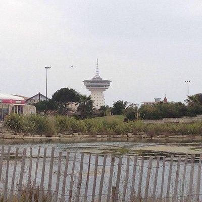 Le phare vu du parc de palavas
