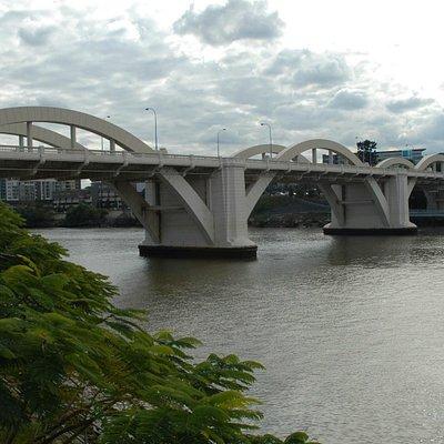 Another bridge attraction is the William Jolly bridge. Kurilpa bridge is an excellent vantage po
