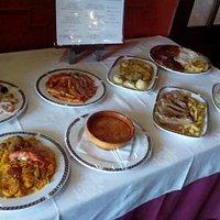 Presentación de los platos del menú del día a la entrada