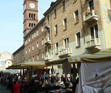 Mercato della Crocetta: Torino: Italia: il campanile
