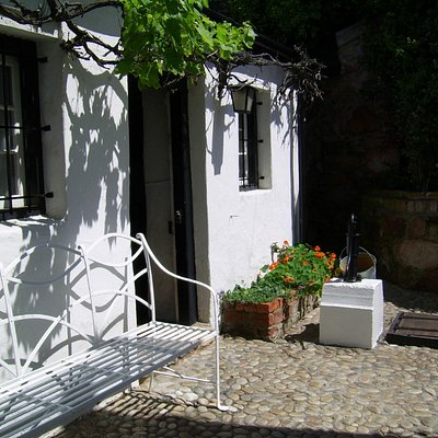 No7 courtyard and old well