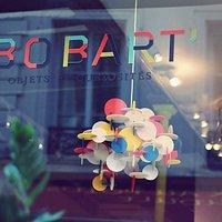 La vitrine de bobart' - Objets et curiosités avec sa suspension en bois Normann Copenhagen