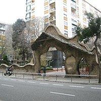 ミラーリェスの石門