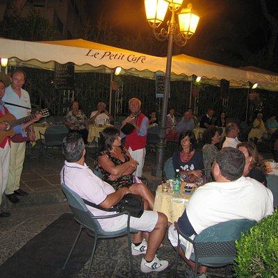 Le Petit cafe' serata napoletana