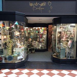 Handmade Boutiqe Gift Shop