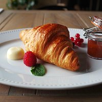 Croissant and marmelade