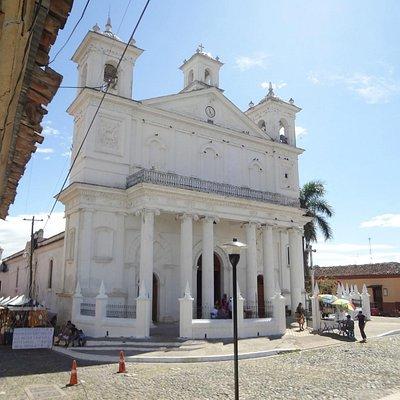 Iglesia Santa Lucia, construido en 1853, es uno de los principales atractivos de Suchitoto