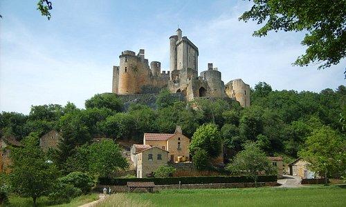 Château de Bonaguil, tout près