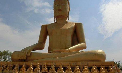 Golden Buddha at Vat Chomphet