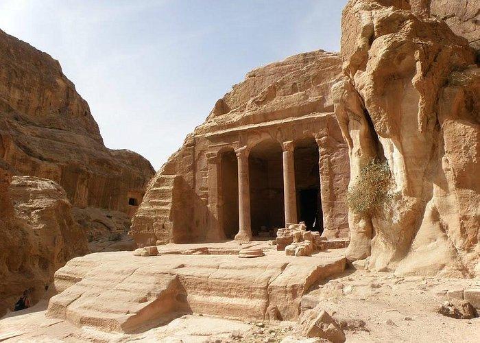 Le site regorge de vestiges comme celui-la taillé dans la pierre.