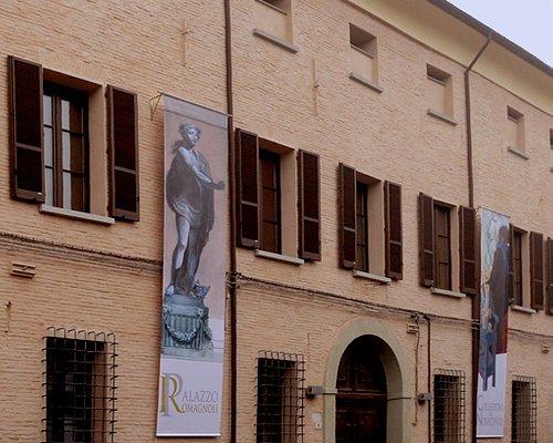 Il palazzo da via Albicini