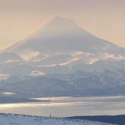 Вид на вулкан и Авачинскую бухту