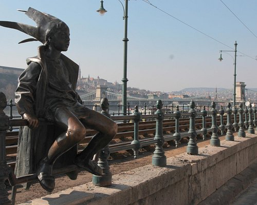 Little Princess Statue - Budapest