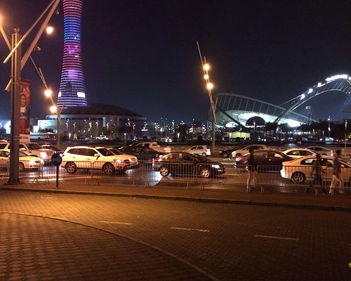 Le stade et la torch de nuit