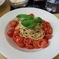 spaghetti pomodorini e pinoli