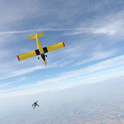 Pilatus PC6 con parà in volo