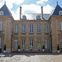 Façade du musée des Arts Décoratifs (hôtel Lalande)