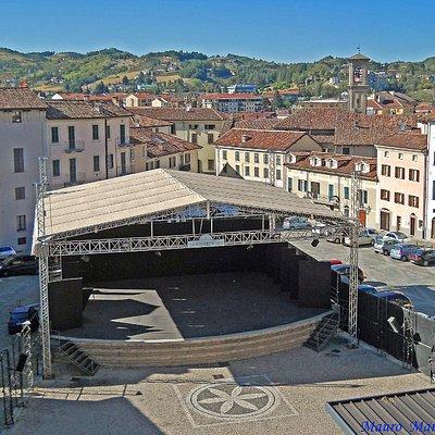 """Acqui Terme (AL), Piazza della Conciliazione con il teatro all'aperto """"Giuseppe Verdi"""""""