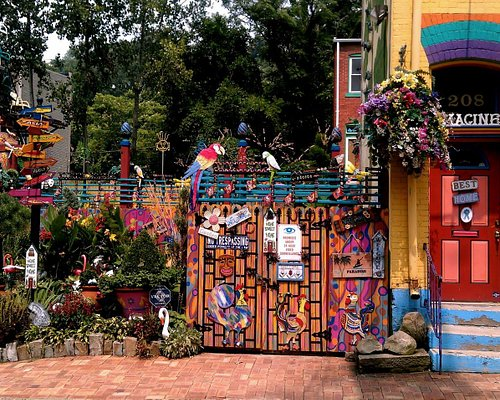 Entrance to the Randyland courtyard