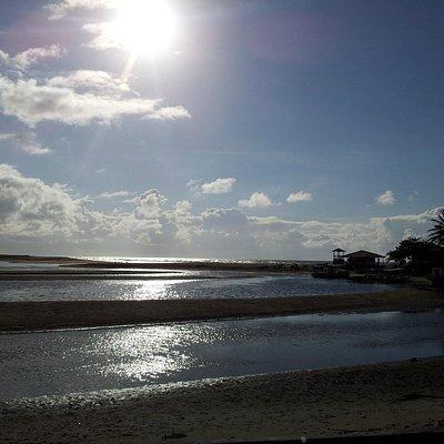 Praia de buraquinho maré vazia
