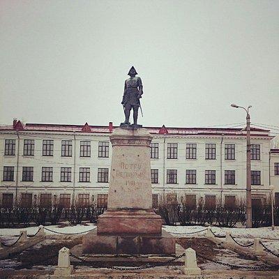 Памятник Петру1