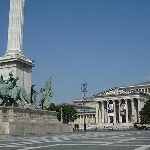 Museu de Belas Artes e Praça dos Heróis