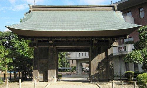 薬医門(現存する唯一の建造物)