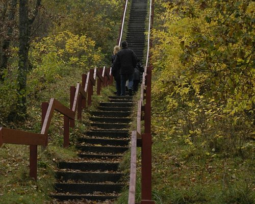 trapper op til stenen i Blåbjerg