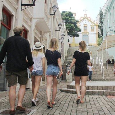 Roteiros guiados com fotografia e guia de turismo credenciado