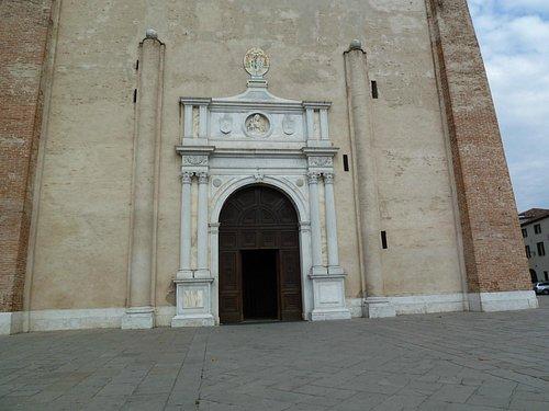portale esterno del Duomo di Montagnana
