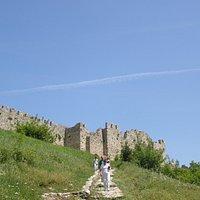 Widok na podejście do zamku