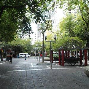 Mendoza, Argentina, Paseo Sarmiento. Un domingo en la mañana tranquilo.