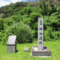 石碑と説明盤