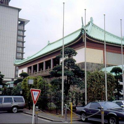 edificio con hotel