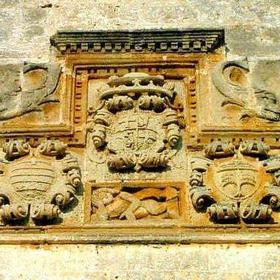 Trittico con stemma e armi del Gran Maestro dell'Ordine di Malta Hugues Loubenx de Verdalle