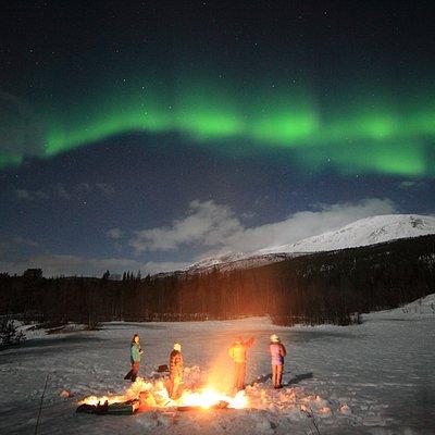 Happy people enjoying Northern Lights