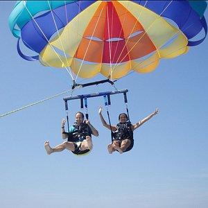 ¿Habéis volado alguna vez a 150m sobre el mar? Descubre el Parasailing
