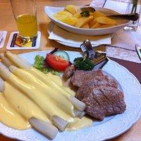 アスパラと豚フィレ肉のステーキ あまりの量の多さに驚き! 美味しかったです。