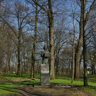 Baturyn: Petro Prokopovych Monument in Kochubeiivskiy Park