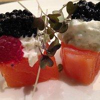 4.Envolitni de salmón, con frutos del bosque