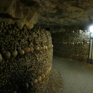 Tunnel under Catacombes