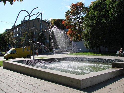 Памятник Лотману в Тарту