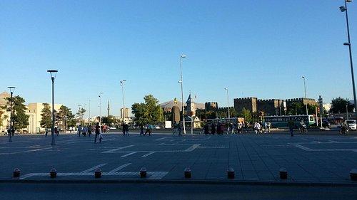 Cumhuriyet Meydanı ve Kayseri Saat Kulesi