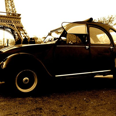 The 2cv under the Eiffel tower
