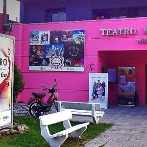 Frente del Teatro Municipal Abel Santa Cruz