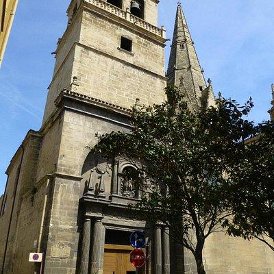 Fachada principal de Santa María de Palacio