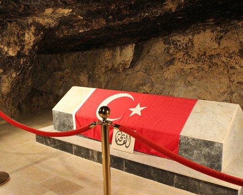Salt Türk Şehitliği - Şehitlerin Bulunduğu Mağara