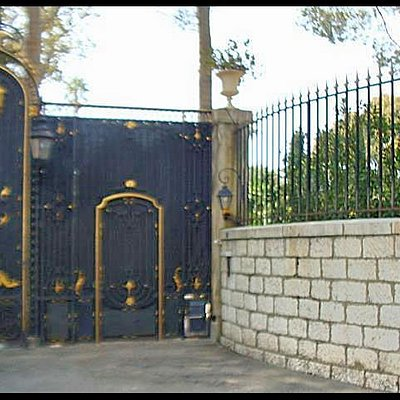 Front gates blocked from view, Villa Nellcote